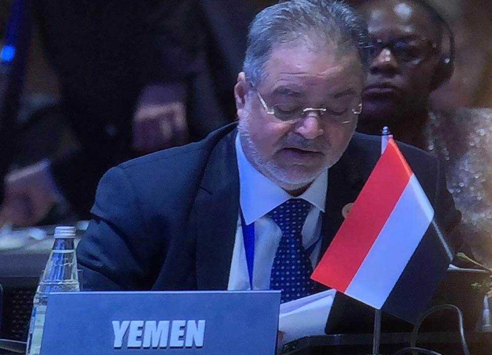عبدالملك المخلافي  : هؤلاء يناصرون الحوثي من صفوف الشرعية..!!